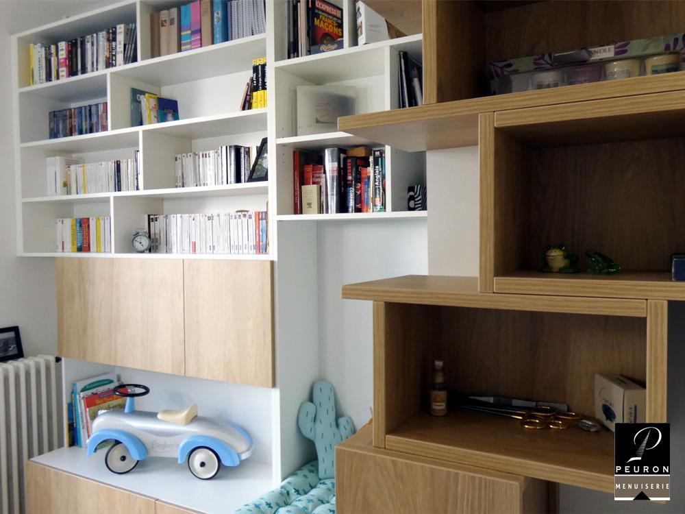 Bibliothèque panneaux mélanimés blanc et chêne.